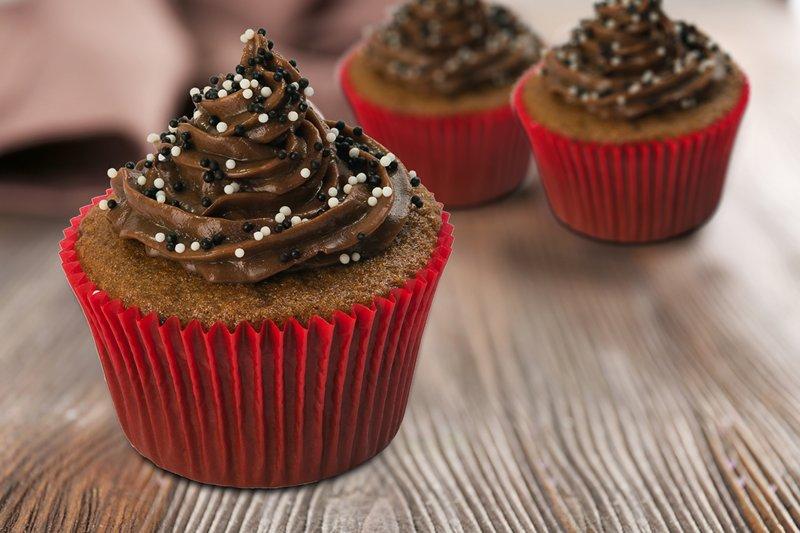 No mês das crianças, fábrica de bolo Vó Alzira lança cupcakes com chocolates Nestlé